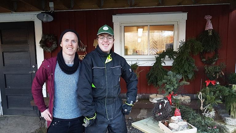 Johannes Eriksson och Emil Söderqvist på Annebergs gård.