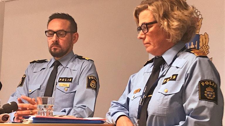 Jonas Lindell chef för polisen höglandet och Carina Lennqvist operativ chef Linköping.