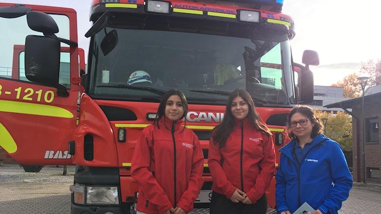 Brandambassadörerna Manal och Sakina ihop med Christina från Vätterhem.
