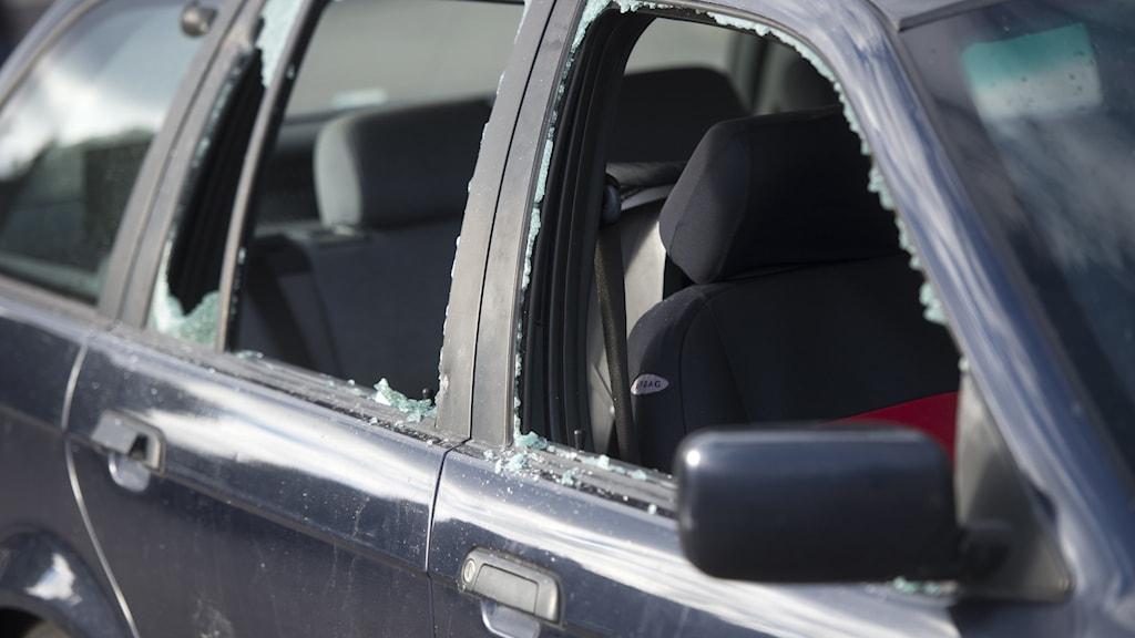 Flera inbrott i parkerade bilar längs E4:an.