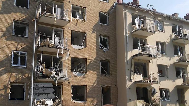 Husfasader med utblåsta fönster