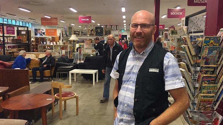 Peder Skog butikschef på Erikshjälpen i Jönköping.