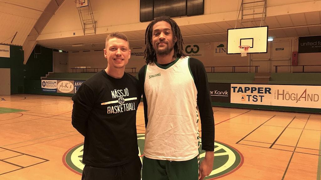 Joakim Källman, huvudtränare och Zachary Charles, spelare i Nässjö Basket,
