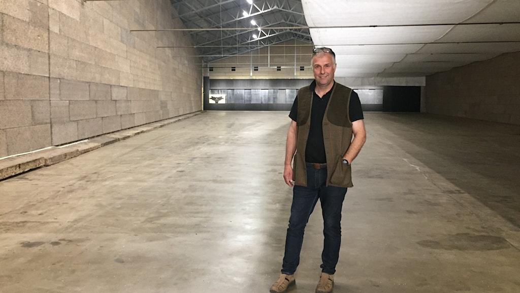 Christian Larsson, vd på Jaktia i den nya skyttelokalen.