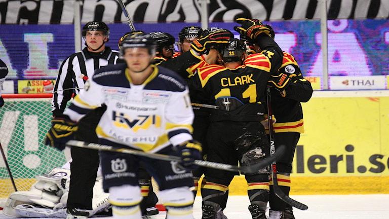 GÄVLE 20161027 Brynäsjubel efter 4-3 målet av Kevin Clark under torsdagens ishockeymatch i SHL mellan Brynäs IF och HV71 på Gavlerinken Arena. Foto: Mats Åstrand / TT / kod 72690