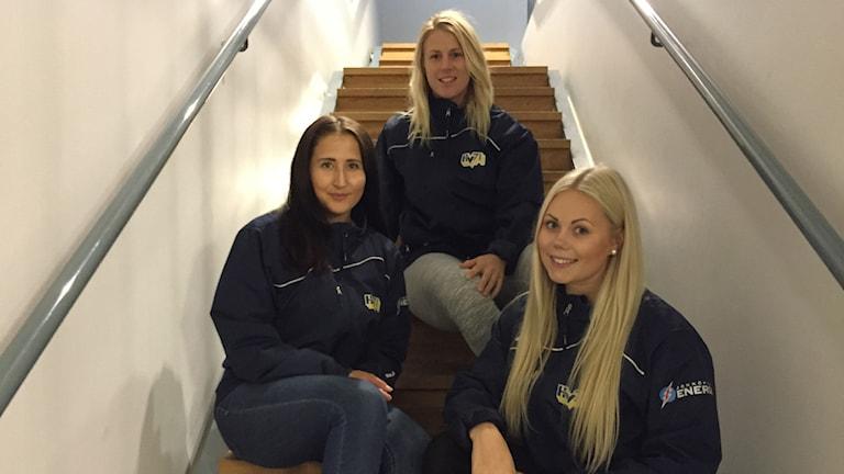 HV71:s Jenni Asserholt, Fanny Rask och Sabina Eriksson.