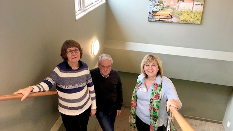 Irene Kastanius och Annette Hurtig Andersen från Värnamo Zontaklubb ska tillsammans med bland annat Stanley Guldmyr från Finnvedsbostäder jobba för att öka civilkurage i trappuppgången.