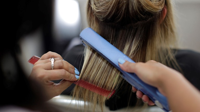 Frisör kvinna frisyr hår plattång