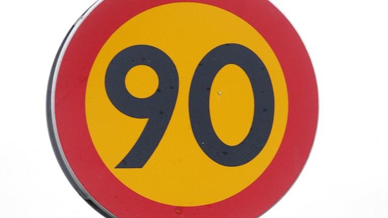 90 skylt hastighet