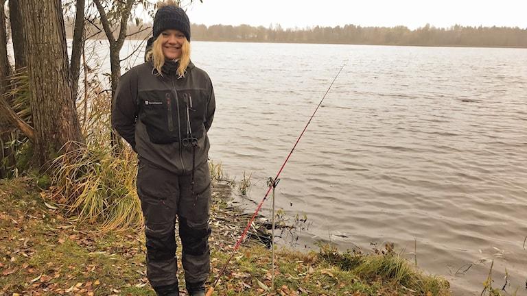 Hanna Eriksson, Sportfiskarna, vid sjön.