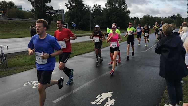 Löpare har gett sig iväg i Jönköping Marathon 2017.