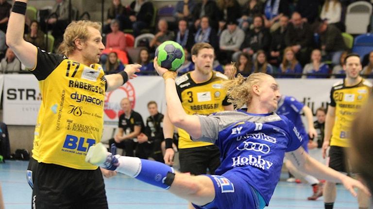 Här gör Robin Svensson ett av sina mål.