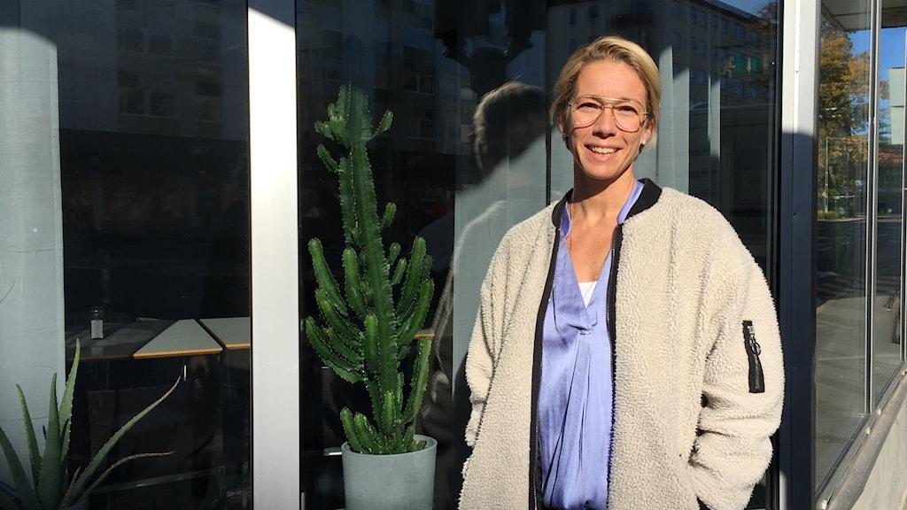 Linda Sköld på Team Sweden Volunteers samlar in barnvagnar.