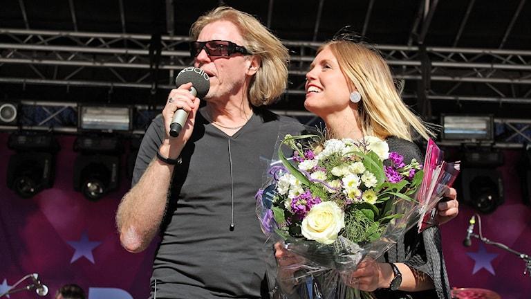 Vinnaren Miah med Hasse Pettersson.