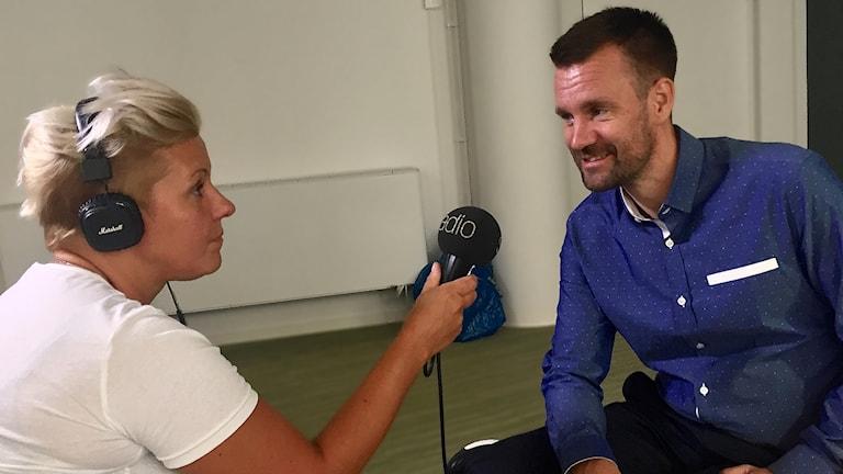 Sanna Hermansson Johan Gustafsson Mikrofon Hörlurar Intervju