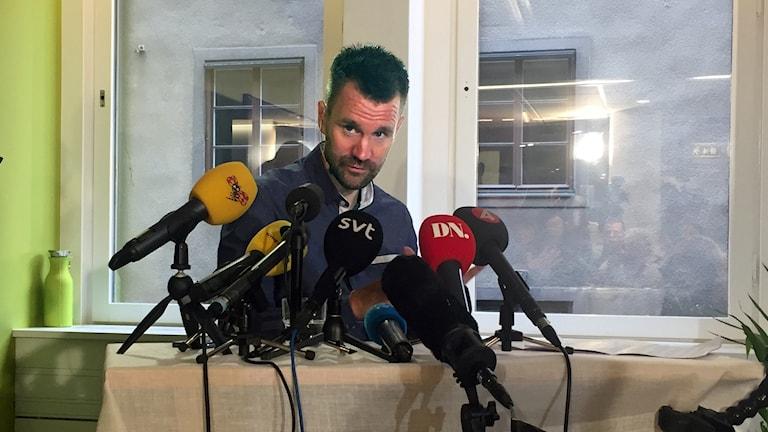 Johan Gustafsson Presskonferens Mikrofoner