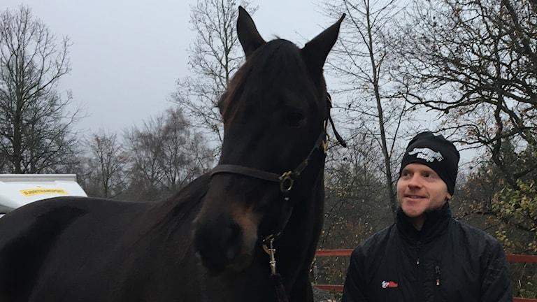 David Källgren och Speedy Foxy Vicane, kallad Foxy. Foto: Sofie Carme/Sveriges Radio.