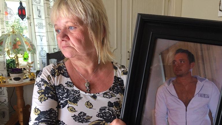 Margareta Bäckman sörjer fortfarande sin son som dog efter polisresan.