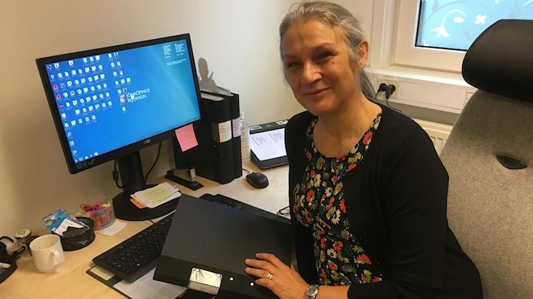 Sanja Tafra Ciglar skolkurator på sitt kontor