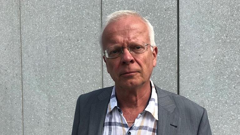 Åklagare Anders Brokelind utanför Jönköpings tingsrätt.