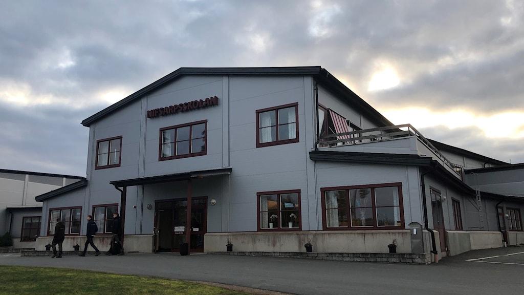 Bild på Nifsarpsskolan i Eksjö framifrån.