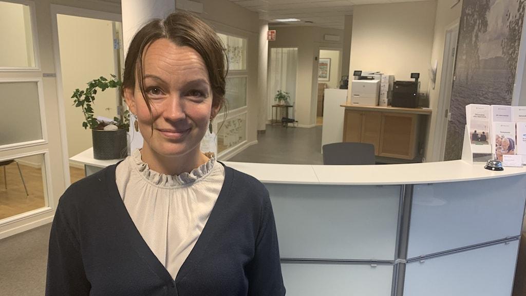 Emily Bjurenstedt på begravningsbyrån Fonus i Jönköping får ofta frågor om avlidnas sociala medier-konton.