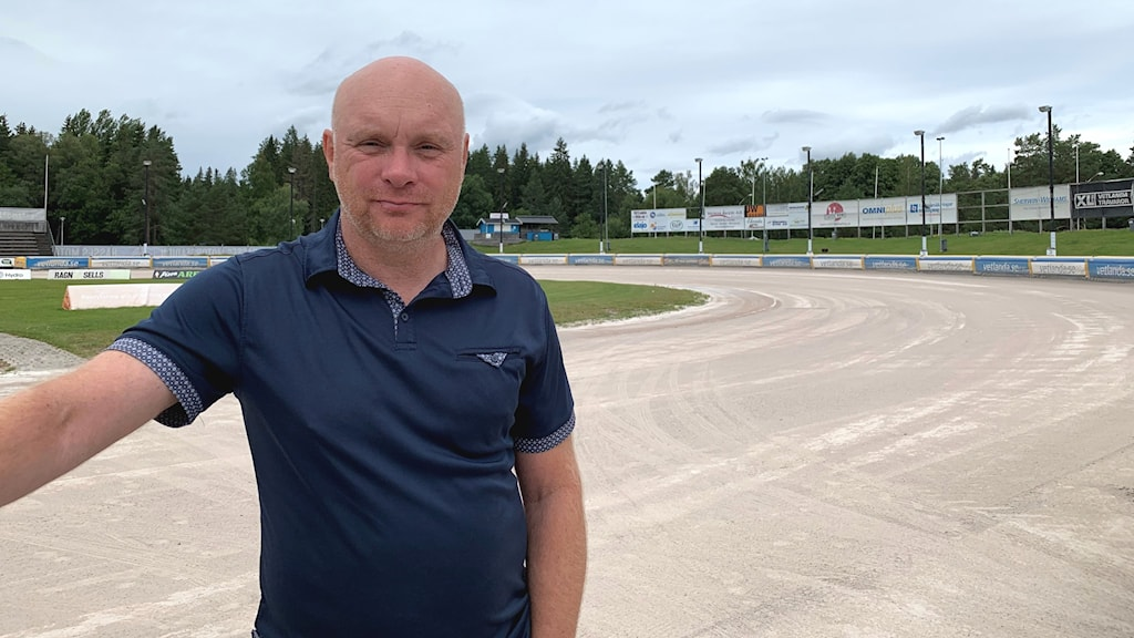 Mikael Wirebrand, lagledare Vetlanda Speedway på banan.