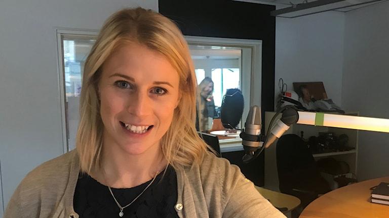 Jenni Asserholt i P4 Jönköpings studio. Foto: Oskar Mattisson/Sveriges Radio.