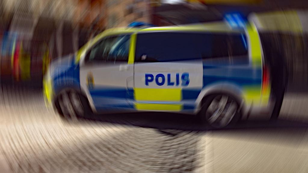 En polisbil på gatan i Jönköping.