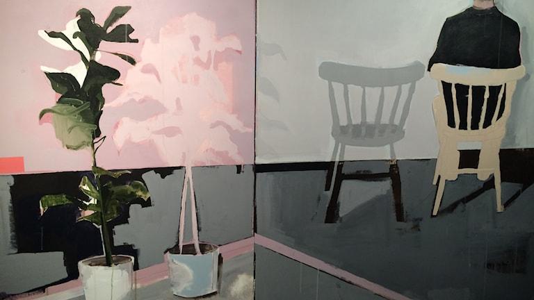 En målning som föreställer krukväxter och en person som sitter på en stol.