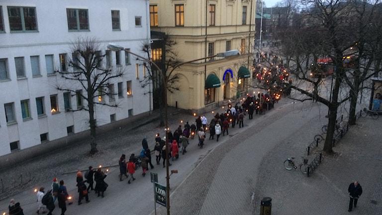 Flera hundra personer gick i det tysta fackeltåget i Karlstad på söndagen.