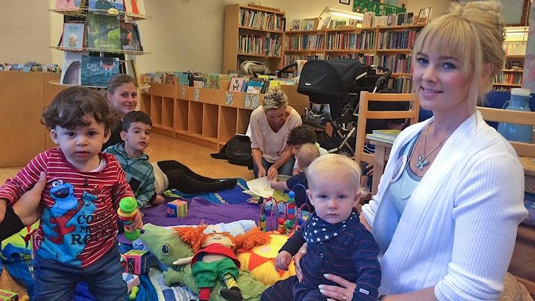 Frida Nord gruppledare Svenska med baby