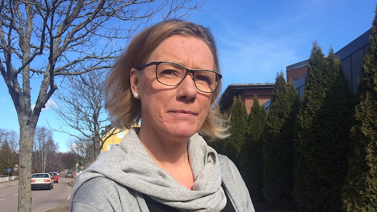 Henrica Liljenzin, porträttbild i gatumiljö. Foto: Laila Carlsson/Sveriges Radio.