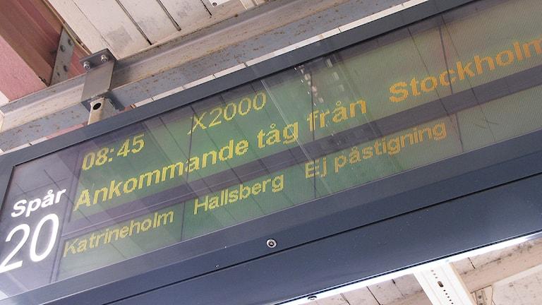Skylt som visar ankommande tåg. Foto: Lars-Gunnar Olsson/Sveriges Radio