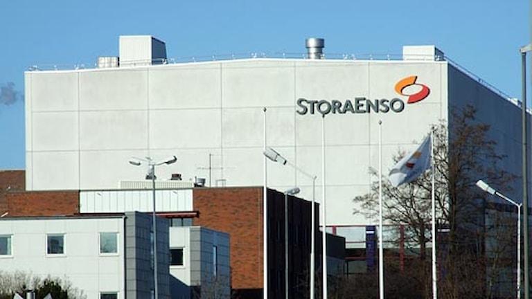 Fabriksbyggnad på Stora Enso, Skoghall. Foto: Lars-Gunnar Olsson/SR.