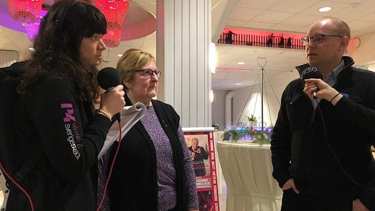 Programledare Marie Trygg, Lillemor Larsson (V) och Mattias Joelsson (KD)