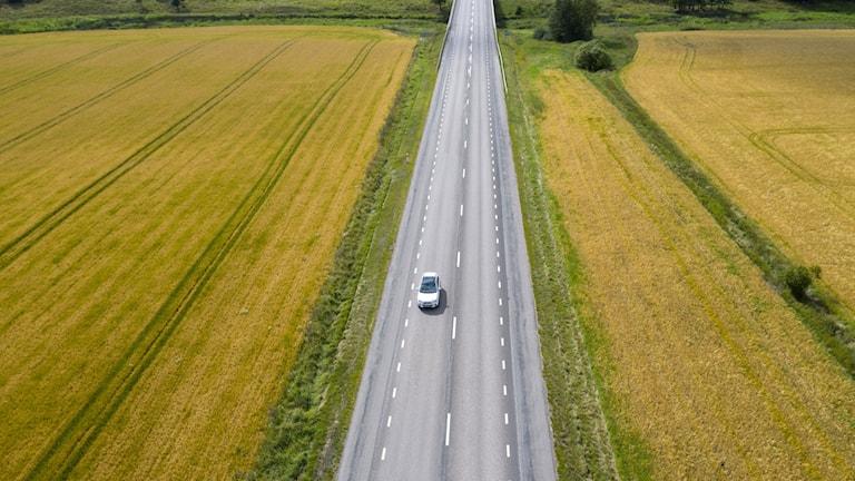 Bil på landsväg. Foto: Fredrik Sandberg/TT.