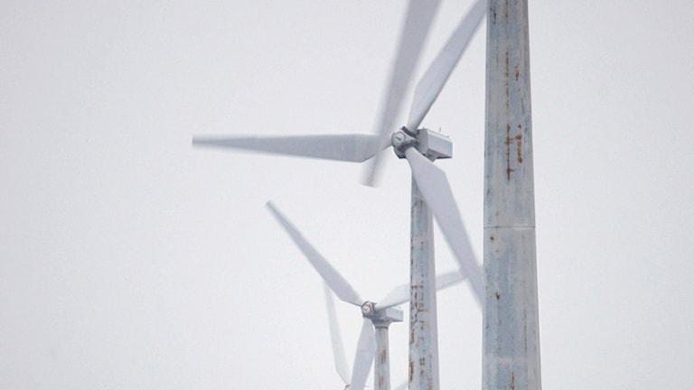 Mast och rotor på vindkraftsverk. Foto: Peter Dejong/SCANPIX.