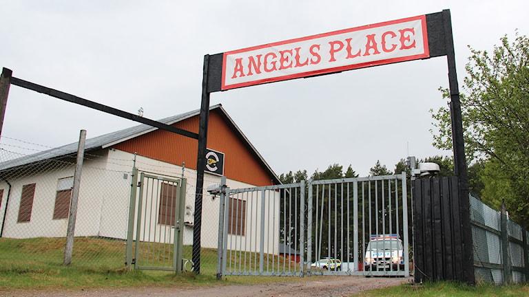 Hells Angels gård i Härtsöga. Foto: Jonatan Björck/Sveriges Radio.