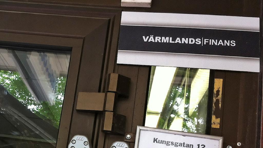 Skylt med texten Värmlands Finans. Foto: Jenny Norberg/Sveriges Radio.