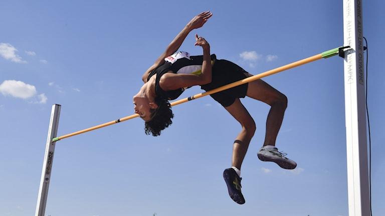 Melwin Lycke Holm hoppar höjdhopp. Foto: Naina Helén Jåma/TT.