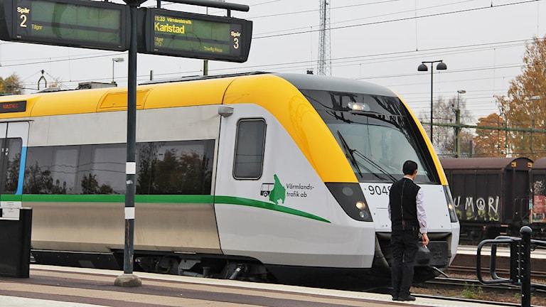Tåg vid perrong. Foto: Isak Olsson/P4 Värmland.