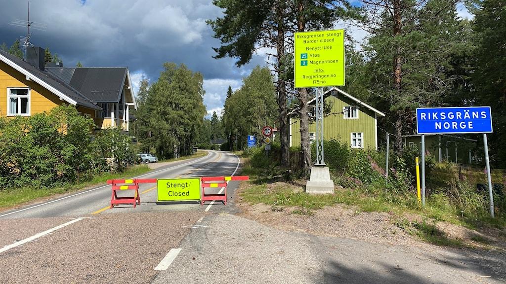 Stängd gränsövergång mellan Värmland och Norge i Långflon. Foto: Aron Eriksson/Sveriges Radio