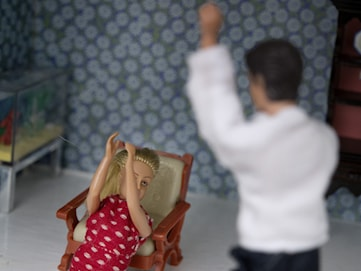 Hur påverkas barn av att ena föräldern slår den andra?
