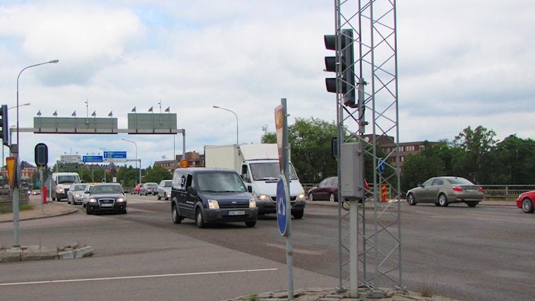 Korsning på Klaraborgsbron. Foto: Isak Olsson/Sveriges Radio.