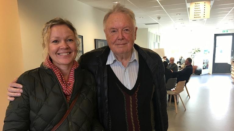 Ulvsbyborna Maria Rydberg och Lars-Martin Jansson gläds över dagens beslut.