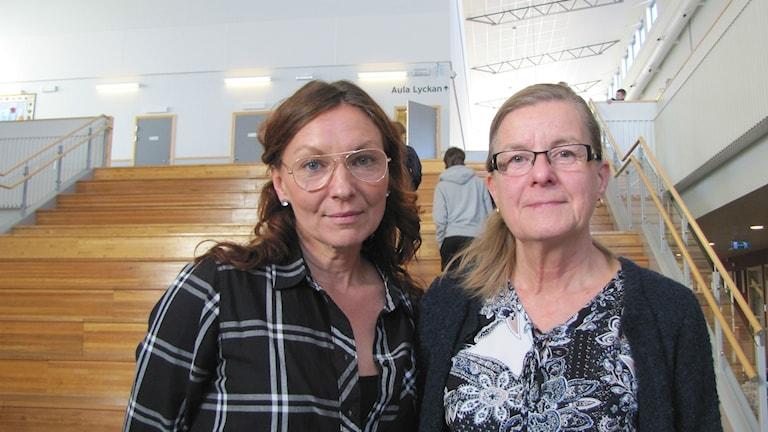 Anette Nilsson, vice ordförande för Lärarförbundet i Forshaga, och Britt-Marie Råd, ordförande för Lärarnas riksförbund i Forshaga. Foto: Magnus Hermansson/Sveriges Radio.