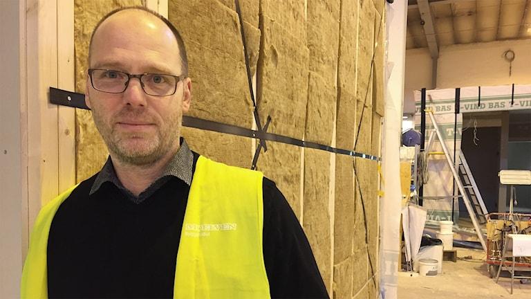 Johan Samuelsson, vd för Moelven Byggmodul. Foto: Sara Johansson/Sveriges Radio.