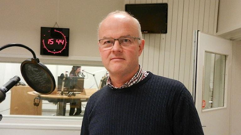 Centerpartistiska kommunalrådet Dag Rogne i Sveriges Radio Värmlands radiostudio. Foto: Hedvig Nilsson.
