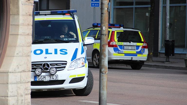Polisbilar. Foto: Lars-Gunnar Olsson/Sveriges Radio.